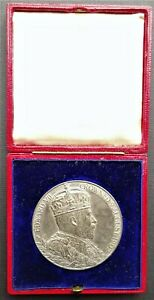 Edward VII Coronation Silver Medal 1902  Medal and Case in superb condition 55mm