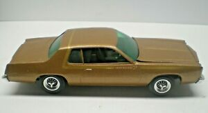 MPC ANNUAL 1/25 SCALE 1975 ROADRUNNER TWO DOOR  BUILT UP L@@K!