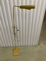 VINTAGE BRASS AND LUCITE MID CENTURY VINTAGE STANDING LAMP