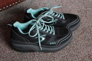 Gravity Defyer Walking Shoes Women's sz.