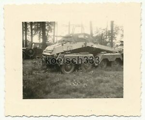 Foto 8 Rad Funk Panzerspähwagen der 24. Infanterie Division an der Westfront ...