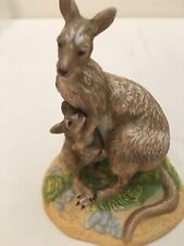 Franklin Mint 1989 Tasmanian Forester Kangaroo Figurine Mother & Baby Animals