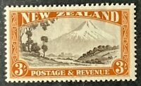 New Zealand. Three Shilling Stamp. SG569. 1935. Lightly Mounted.  #AH292