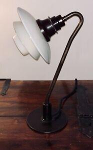 Poul Henningsen PH 2/2 table lamp. Louis Poulsen, 1930's Snowdrop