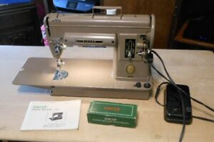 1950's SINGER BEIGE 301 PORTABLE SEWING MACHINE WITH ACCESSORIES AND BOOK