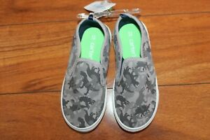 NWT BOYS CARTERS SZ 5 SHOES GRAY DINOSAURS