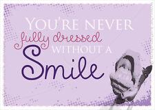 "A6 Postkarte lustige Sprüche Spruch Karte ""Never fully dressed without a Smile!"""
