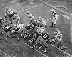 NFL 1967 Ice Bowl Green Bay QB Bart Starr TD Black  White 8 X 10 Photo Picture