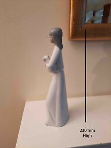 A porcelain Miquel Requena woman and cat Ornament Lladro style