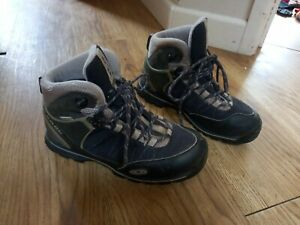 Salomon Ladies walking boots size 4.5