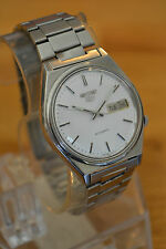 Vintage men's Seiko 5 Automatic watch. Working condition.
