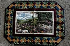 """LOVELY LANDSCAPE / PIECED BORDERS HOME MADE QUILT wall hanging USA 17.5"""" X 22.5"""""""