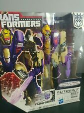 TRANSFORMERS GENERATIONS THRILLING 30TH VOYAGER CLASS BLITZWING