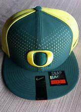 New Nike Oregon Ducks Hat Cap Green Yellow Snap Back
