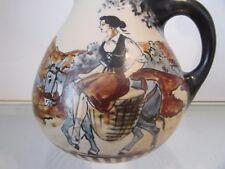 beau pichet grès RF Ciboure paysane sur un ane french pottery jug h 17,5cm