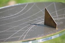 URANIA: meridiana . orologio solare orizzontale in ottone con linee orarie etc