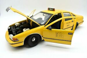 MODELLINO AUTO CHEVROLET CAPRICE NEW YORK TAXI SCALA 1/18 DIECAST UT MODELS RARE