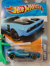 2011 i Hot Wheels FAST FISH #228∞Candy BLUE ∞ VIDEO GAME HEROES