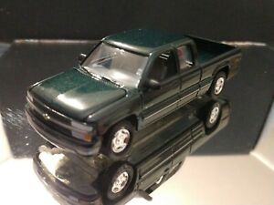 1999 CHEVROLET CHEVY SILVERADO TRUCK COLLECTIBLE 1/64 SCALE LIMITED EDITION GRN