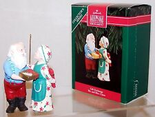 1992 HALLMARK Ornament MR & MRS CLAUS GIFT EXCHANGE QX4294 7th in Series NEW MIB