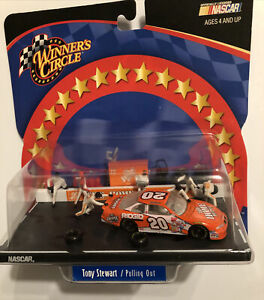 Winner's Circle Tony Stewart #20 1:64 Pulling Out Diorama
