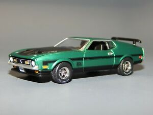 1971 Ford Mustang MACH I 351 Ram Air Metallic Green & Black 1/64 Diorama Replica
