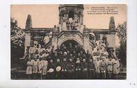 Carte postale MADAGASCAR. Les séminaristes malgaches tombeau des Missionnaires