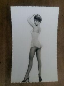 BRIGITTE BARDOT Carte Postale ancienne Pin-up