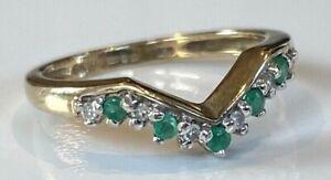 VERY NICE 9CT GOLD EMERALD DIAMOND CHEVRON RING