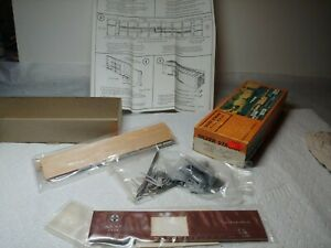 Vintage HO Scale Silver Streak Walthers  Box  car kit in box 50' ATSF