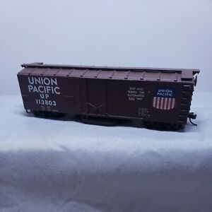 Walthers HO Union Pacific UP # 113808 Track Cleaning Box Car (Brown)