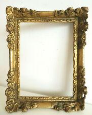 Début XVIIIe. CADRE en bois sculpté et doré, décoré de FLEURS en relief.