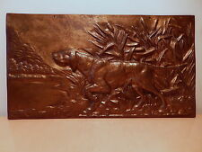 Plaque ancienne bronze décor chien chasse roseau décor bord rivière