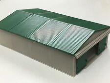 1/64 ERTL GRAY/GREEN MACHINE SHED