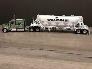 DCP 31983 1:64 Scale *Rare* Walpole Inc KW W900 Semi w/ Pneumatic Tanker Trailer