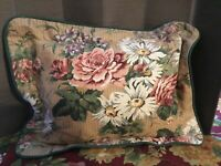 Pair Of Laura Ashley Vintage Throw Pillows Antique Daisy Pattern 12x16""