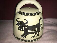 Picasso Style Céramique Bell daté 1962 représentant un taureau Made by La Menorah, Espagne