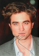 Robert Pattinson Autogramm signed 20x30 cm Bild