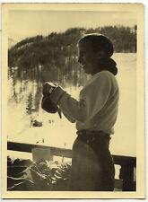 Jeune femme station de ski hiver sport - photo ancienne an. 1950