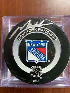 Mark Messier Autographed Puck