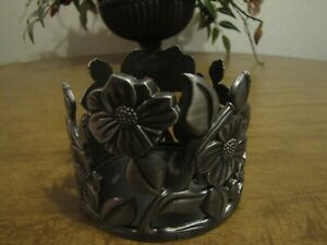 BATH & BODY WORKS 3 WICK CANDLE HOLDER FLOWERS