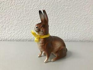 Candybox Osterhase klein sitzend Pappmache befüllbar Süßigkeiten gelbe Schleife