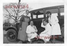 Krankenschwester am PKW Cyklon Dixi 9 / 40 PS