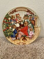 """Vintage Avon Christmas Plate 1989 """"Together for Christmas"""" Trimmed in 22k Gold"""