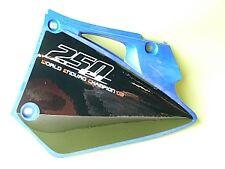 Plaques arrières bleus BE250420004-5AZ Gasgas origine
