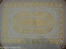PAIR OF GOLD LACE FLOWER DINING MAT TABLE ELEGANT SPARKLE PLASTIC CLOTH PLACEMAT