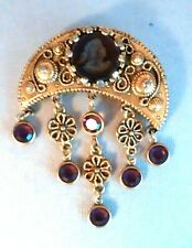 VINTAGE GOLDETTE PURPLE CAMEO INTAGLIO DANGLING BEADED PIN GOLDTONE