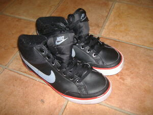 NIKE TRAINERS,SIZE UK5,G/C,DESIGNER LADIES/GIRLS TRAINERS/SHOES