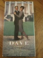 Dave VHS Comedy Romance Kevin Kline Sigourney Weaver Free Shipping