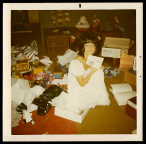 HOT CHRISTMAS NIGHTY GORGEOUS BRUNETTE WOMAN OPENS GIFT~ 1971 VINTAGE PHOTO